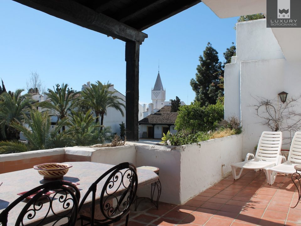 Charming, South Facing 2 bed Apartment in the heart of the most exclusive areas of the Golden Mile, Marbella for Sale