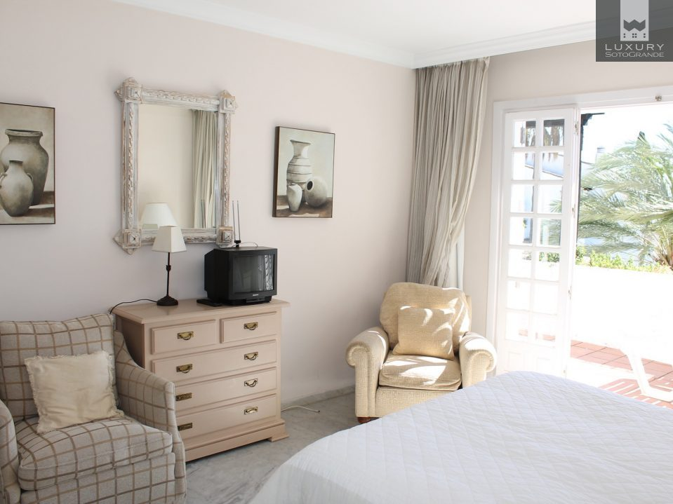 Charming South Facing 2 Bed Apartment In The Heart Of Most Exclusive Areas