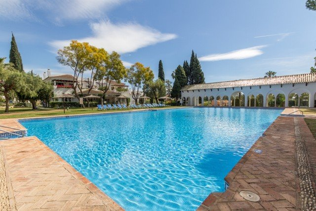 Excellent south facing two bedroom penthouse fo sale in Marbella Golden Mile