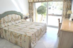 Splendid 2 bedroom Apartment located Front-line Beach, in Marbella for Sale