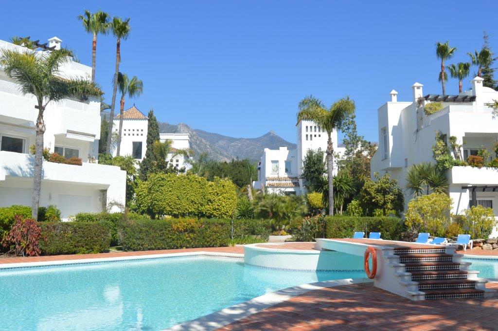 Lovely, spacious 2 bedroom frontline Beach apartment for sale in Marbella