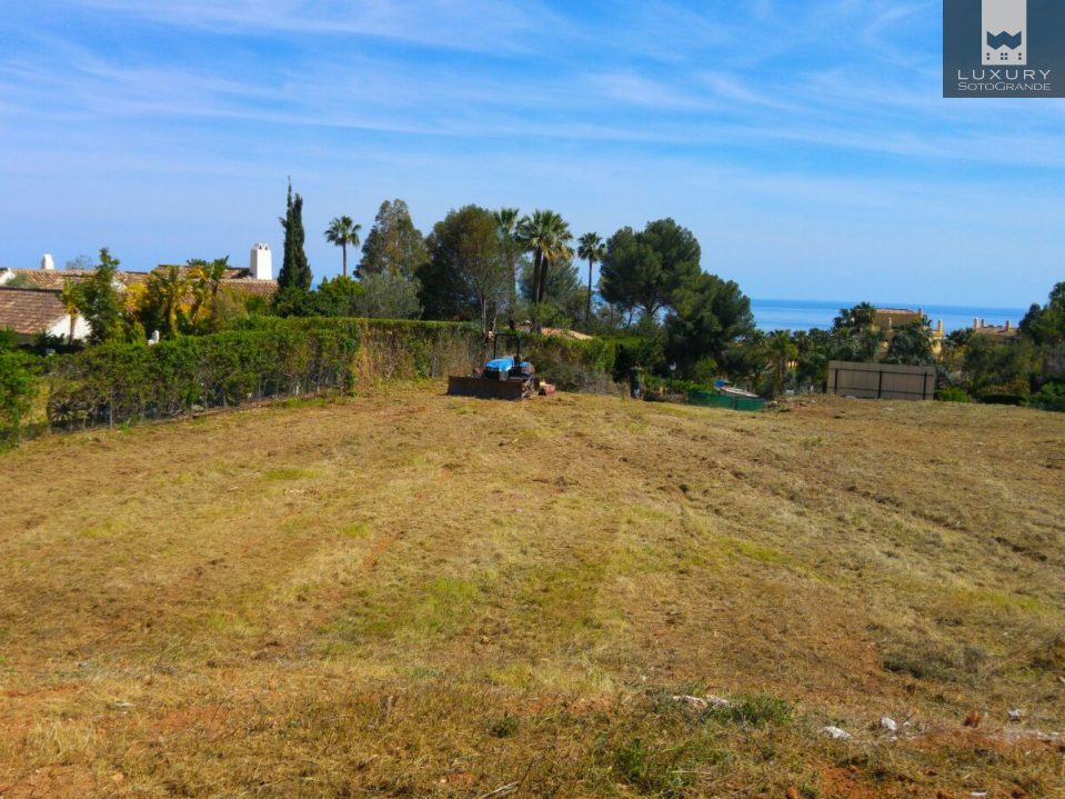 Magnificent plot for sale in one of the most luxurious residential areas of Marbella