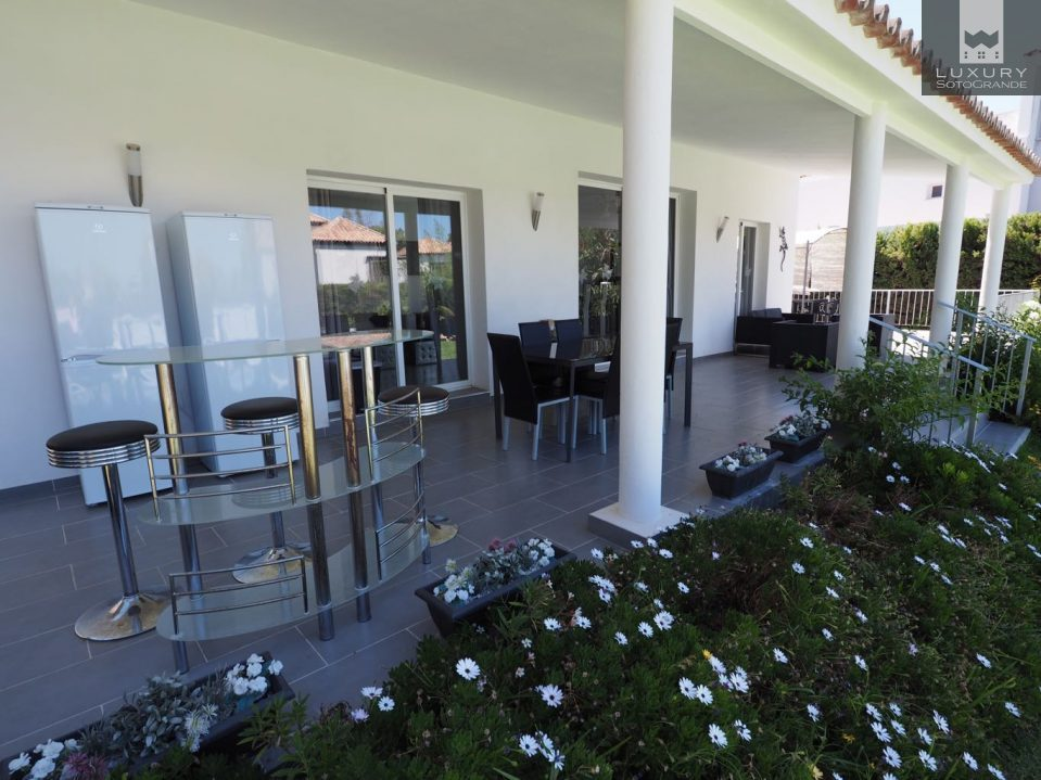 Charming Spacious 8 bedroom Villa for sale in Las Brisas Marbella