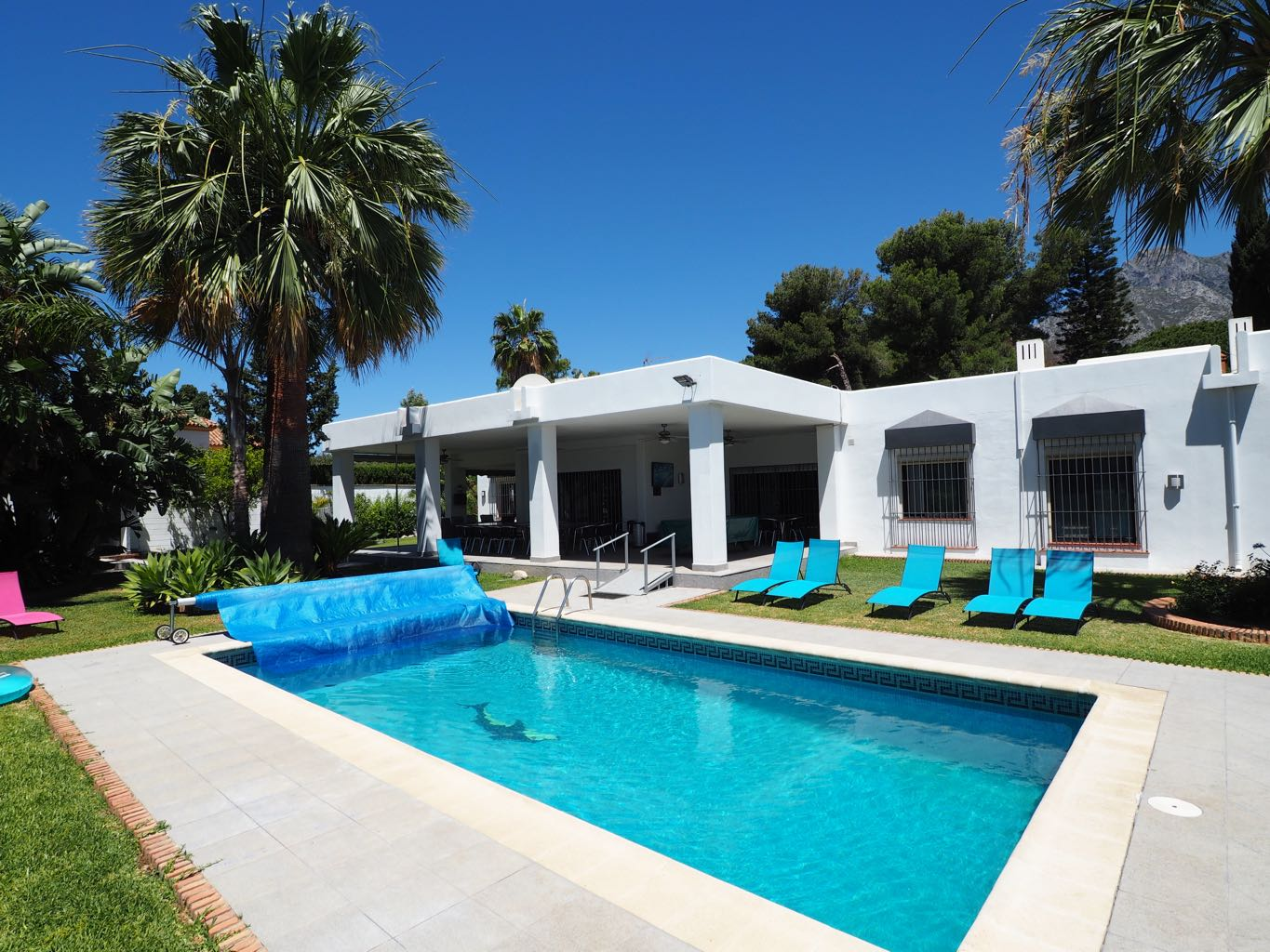 Partially refurbished 10 bedroom Villa in a Great location on the ...