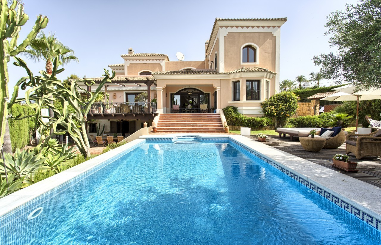 Stylish, Spacious and very Private 5 Bed Villa for Sale in Marbella close to the Sea