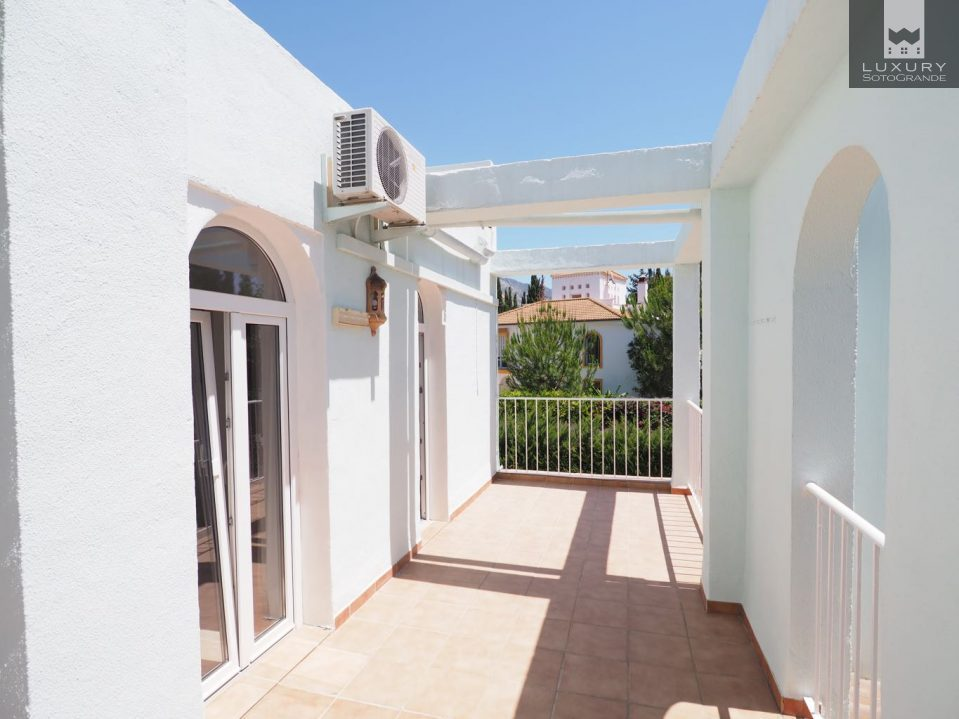 Lovely Villa for sale in Marbella surrounded by 5 golf courses