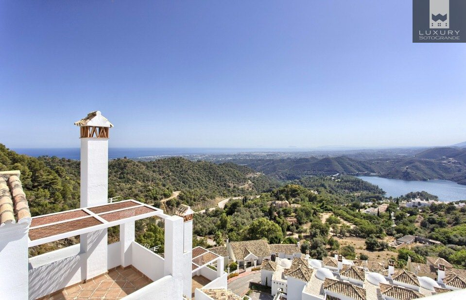 Brand new luxury townhouses in one of marbella's finest addresses