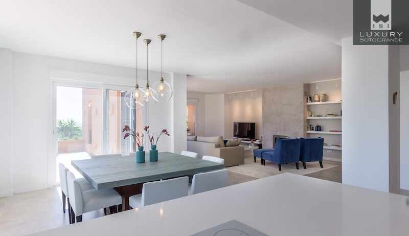 Modern 3 bedroom apartment for sale in Les Bederes