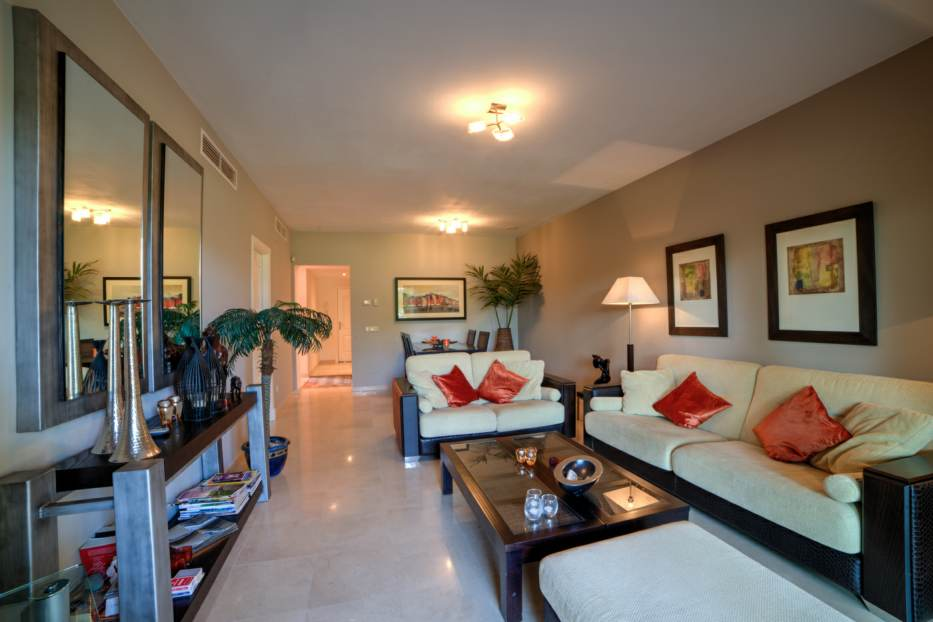 Exclusive apartment in Guadalmina with golf views